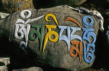 Manisteine in alttibetischer Zierschrift  Annapurna Gebiet  Nepal
