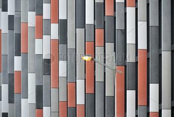 Moderne Buerohausfassade in Prag