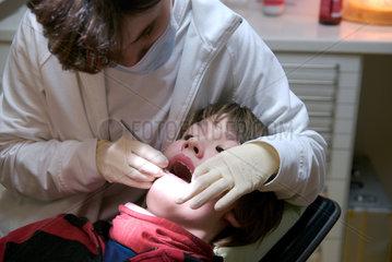 Kariesprophylaxe bei einem 12-jaehrigen Jungen