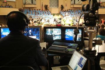 Fernsehaufzeichnung eines Gottesdienstes der Thomas Road Baptist Church