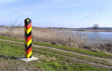 Deutscher Grenzpfahl an der Oder bei Frankfurt (Oder)