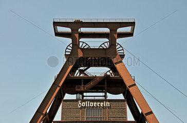 Foerderturm des Weltkulturerbe Zeche Zollverein in Essen