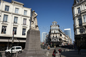 Bruessel  Region Bruessel-Hauptstadt  Belgien - Statue von General Henri Alexis Brialmont an der Rue de la Croix de Fer.