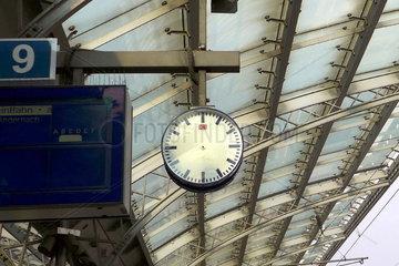 Bahnhofsuhr ohne Uhrzeiger