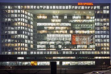 SPIEGEL-Verlagsgebaeude bei Nacht