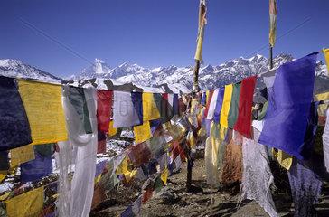 Gebetsfahnen in Muktinath  Annapurna Himal  Nepal.Gebetsfahnen in Muktinath  Annapurna Himal  Nepal
