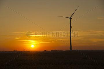 Sonnenaufgang  Windpark Tomerdingen