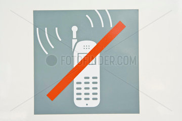 Sign prohibiting use of cell phones