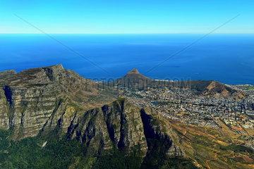 Luftbild des Tafelberg und Lion Head in Kapstadt