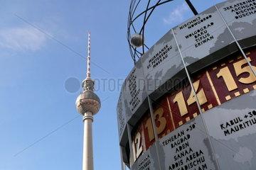 Weltzeituhr und Fernsehturm am Alexanderplatz
