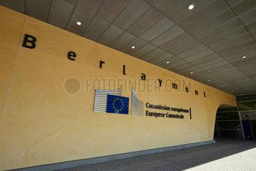 Bruessel  Region Bruessel-Hauptstadt  Belgien - Eingangsbereich vor dem Berlaymont-Gebaeude im Europaviertel.