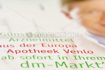 Werbung fuer Europa-Apotheek im DM-Markt