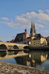 Regensburg 'Steinerne Bruecke' mit Dom