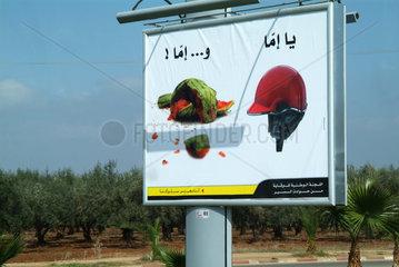 Werbung fuer Helmpflicht auf marokkanisch