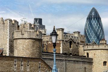 Swiss Re Hochhaus Gurke und Tower of London