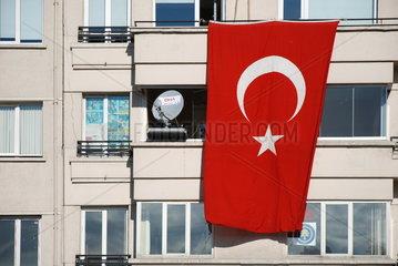 Tuerkische Nationalflagge in Istanbul
