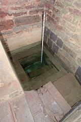 Archaeologische Zone in Koeln: Die Mikwe aus dem 8. Jahrhundert: Das Becken