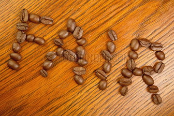 Schriftzug Fair   gelegt aus Kaffeebohnen