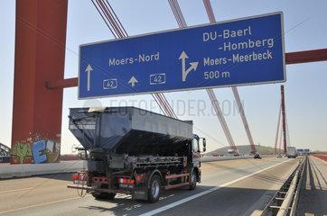 Autobahnbruecke der A 42 bei Duisburg