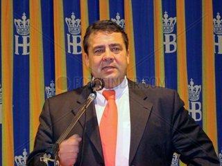 Sigmar Gabriel  SPD  bei einer Rede in Coburg