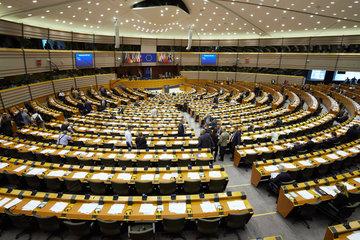 Bruessel  Region Bruessel-Hauptstadt  Belgien - Sitzungssaal des Europaparlaments mit Abgeordneten.