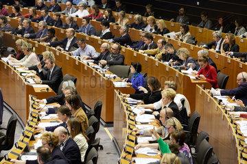 Bruessel  Region Bruessel-Hauptstadt  Belgien - Abstimmung im Sitzungssaal des Europaparlaments.