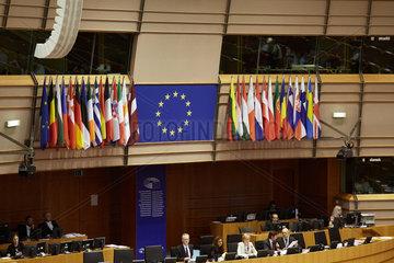 Bruessel  Region Bruessel-Hauptstadt  Belgien - Europafahne und Fahnen aller Mitgliedsstaaten der EU im Europaparlament.