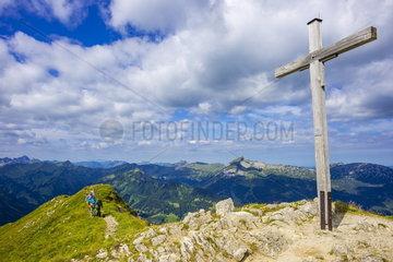 Gipfelkreuz Walser Hammerspitze in den Allgaeuer Alpen