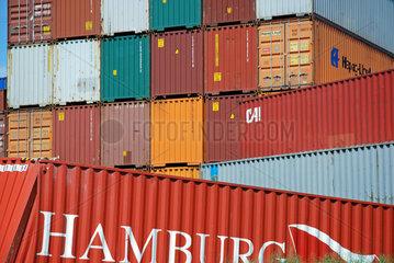 Beschaedigter Container im Ulmer Gueterbahnhof