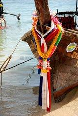 Longtailboote am Strand von Koh Phi Phi  Thailand