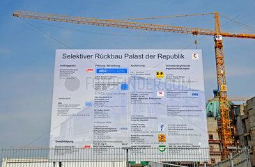Selektiver Rueckbau des Palasts der Republik in Berlin.
