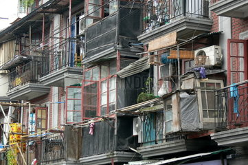 Balkone an einem Wohnhaus in Shanghai