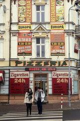 Tabakladen und Pizzaria an der Oderbruecke von Slubice