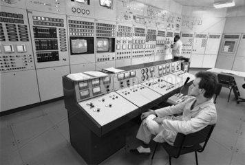 Kernforschungszentrum Rossendorf  Schaltzentrale des Forschungsreaktors  DDR  Mai 1990