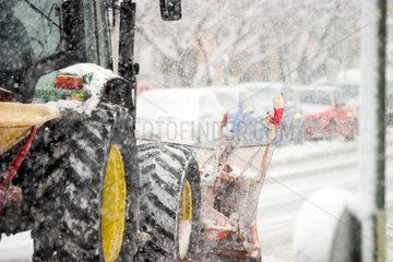 Wintereinbruch  Schneepflug