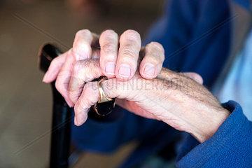 Haende eines alten Mannes