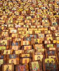 Heiligenfiguren auf Markt
