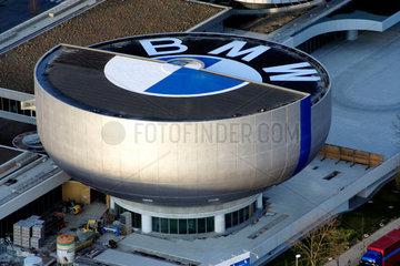 Muenchen  Blick auf das BMW-Museum