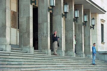 Treppe am Eingang zur Bulgarischen Nationalbank in Sofia