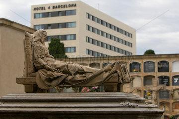Barcelona  Spanien  Graeber auf dem Cementiri Vell im Stadtteil Poblenou