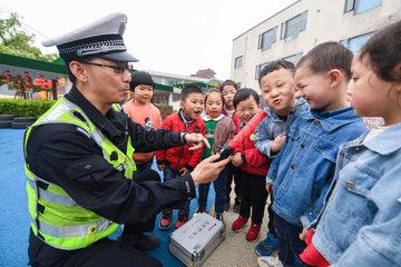 CHINA-ZHEJIANG-KIDS-ROAD SAFETY EDUCATION (CN)