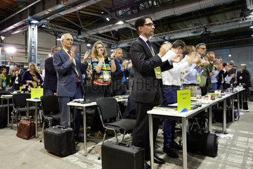 Berlin  Deutschland - Delegierte der FDP applaudieren auf dem Bundesparteitag.