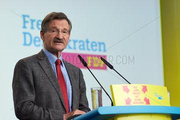 Berlin  Deutschland - Hermann Otto Solms  Bundesschatzmeister der FDP. Rede auf dem Bundesparteitag.