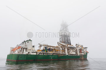 Namibia  Walvis Bay  oil rig on a boat at haze