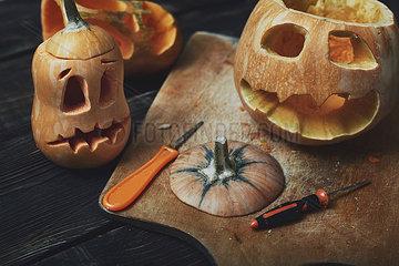 Halloween pumpkins  Jack O šAeôLanterns  carving knifes