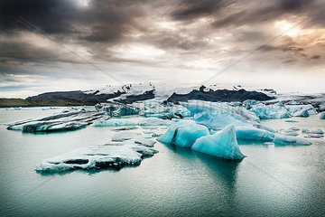 Iceland  South of Iceland  Joekulsarlon glacier lake  icebergs