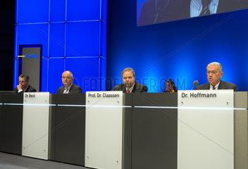 Karlsruhe - Die Vorstaende der EnBW AG auf der Hauptversammlung