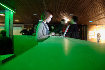 Berlin - Lounge der Transmediale 2006 in die Akademie der Kuenste