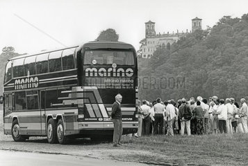 westdeutsche Touristen besuchen die DDR  Dresden  1990