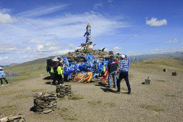 Ovoo an ein Bergpass in der Mongolei